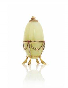 Cigaretlighter af form som et æg. Fremstillet i Skt. Petersborg i første halvdel af 1890'erne. Tilhører i dag H.K.H. Prinsesse Benedikte. Foto: Iben Kaufmann